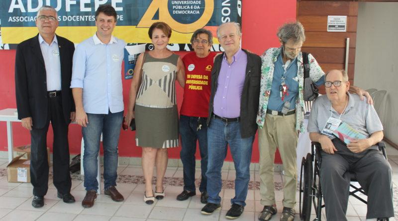 Ex-ministro Renato Janine e lideranças da Adufepe. Foto: Adufepe/Divulgação